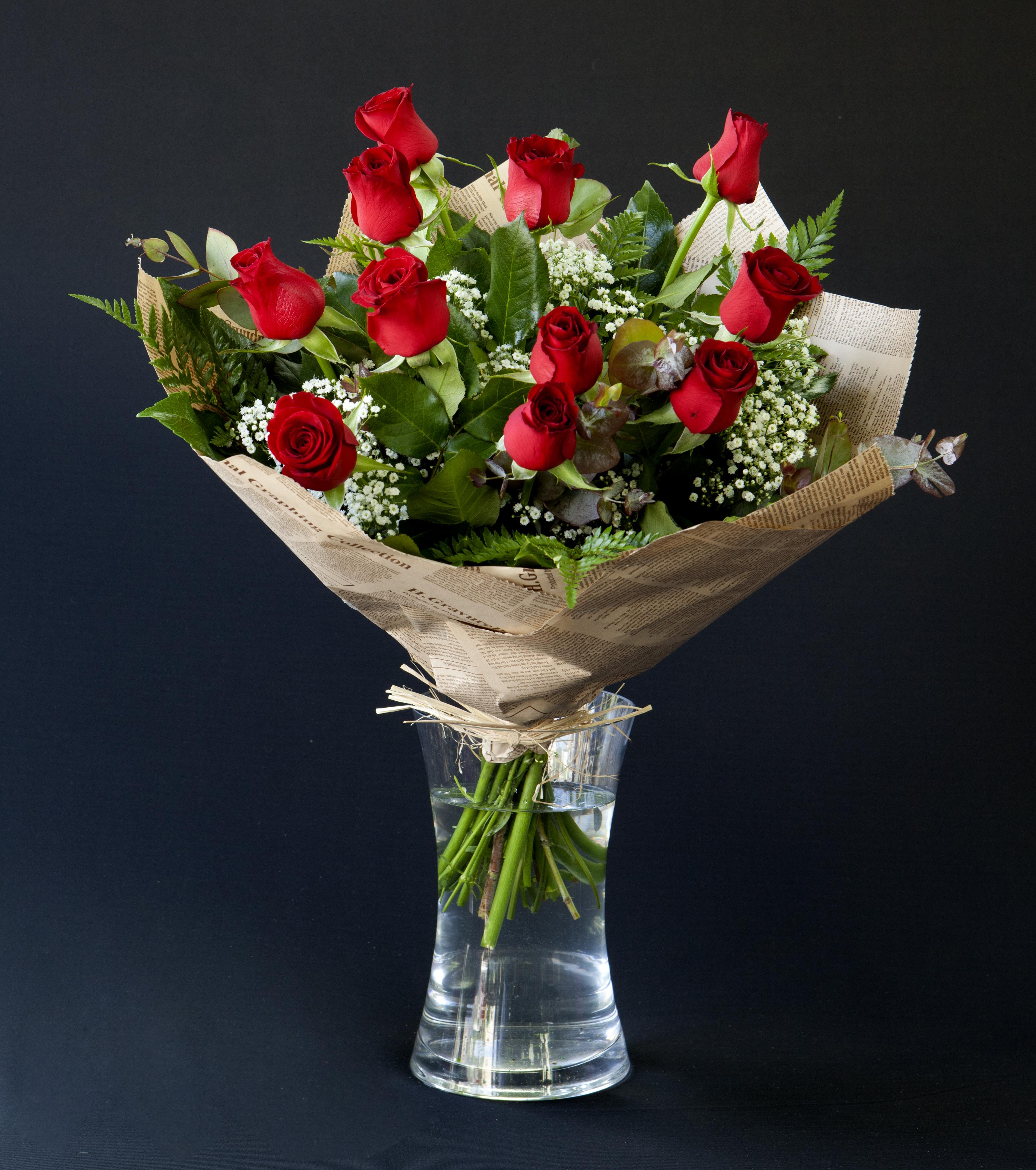 זר פרחים קלאסי באדום